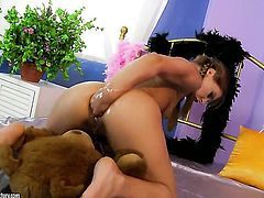 Blonde Nikky Thorne fucks herself with sex toy the way she loves it