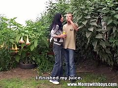 Checkout this handsome gardner with this mature lady.See how this mature horny lady gets her sweet lusty cunt fucked hard in her own garden.Enjoy this hot outdoor fuck scene.