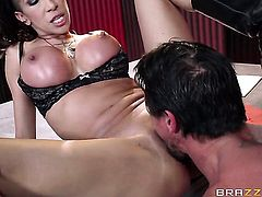Tommy Gunn has a good time fucking Exotic Kayla Carrera with massive boobs in the deadeye