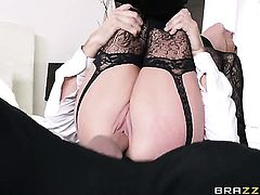 Keiran Lee gets seduced into fucking by Alektra Blue with big melons