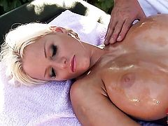 Blonde Jordan Pryce gets the pleasure from masturbating