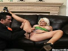 Billy Glide exlodes after Blonde Candy Manson with big knockers and smooth cunt gives magic head job