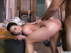 Kendra Lust with phat bottom has some dirty sex fantasies to be fulfilled with hard dicked guy