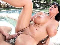Erik Everhard whips out his cock to fuck fuck hungry Holly Halstons deadeye