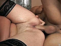 Robbye Bentley shows her slutty side to hot guy by taking his rock solid tool in her mouth