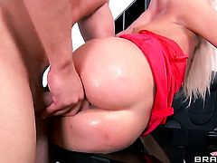 Timo Hardy enjoys irresistibly sexy Lindsey Olsens tight bum hole in steamy anal action