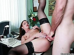 Samantha Ryan with bubbly bottom and clean snatch kills time fucking with hard cocked guy Jordan Ash