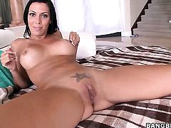 Perfect bodied pornstar Rachel Starr loves oral sex