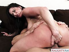 Johnny Castle seduces Asian Kendra Lust with round bottom and smooth pussy into fucking