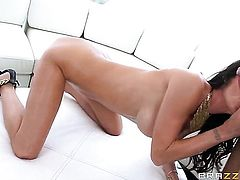 Jessica Jaymes loves to blow job