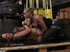 Blonde Andy Brown and Kathia Nobili part their legs legs wide for each other and enjoy pussy eating