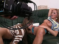 Silvia Saint gets her lesbian love tunnel licked by Eufrat Mai the way she loves it