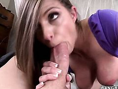 Huge tits Brooklyn Chase gets pouneded