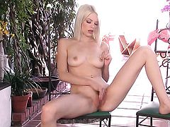 Bree Daniels gets the pleasure from masturbating