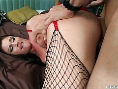 Johnny Sins uses his thick love wand to bring blowjob addict Samantha Ryan to the height of pleasure