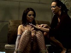 Brunette Maria Bellucci with big hooters wants Mandy Bright to lick her bush forever