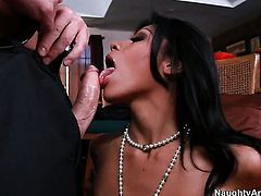 John Strong gets pleasure from fucking prettied up Cassandra Cruzs pussy