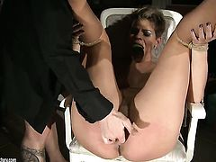 Brunette Catwoman is ready to spend hours with dudes rod in her mouth