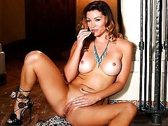 Heather Vandeven cant live a day without dildoing her cunt