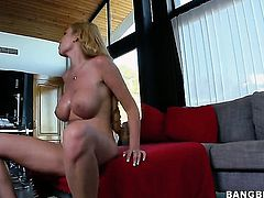 Donna Bell with juicy bottom and her hot fuck buddy both enjoy blowjob session