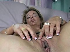 Milf goes black and her pussy lips get stretched out