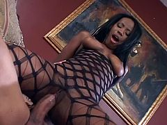 Ebony whore gets fucked by hung dude and takes facial