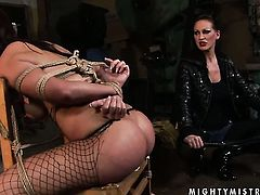 Brunette Maria Bellucci with juicy hooters is in the mood for lesbian sex and spreads for Mandy Bright