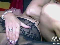 The girls take the action to a more private area where they start finger fucking and eating each other´s pussies.