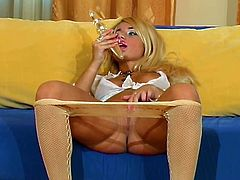 Sultry pantyhose girl with plump lips fucks a long dildo