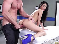 Johnny Sins is smashing Veroinicas snatch