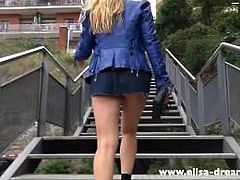 Upskirt and Flashing no panties in Barcelona