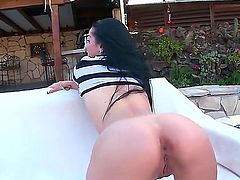 Katrina Jade is about to get herself a licking pussy treatment. This guy is going to lick not just her pussy, but her ass as well, and shes going to love every bit of it