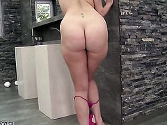 Redhead Paige Turnah spends time rubbing her vagina