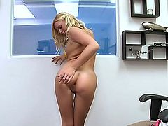 Yasmine Gold is a pretty amateur blonde who loves posing naked. Naughty chik with natural boobs exposes her bare butt and plays with her twat for your viewing enjoyment.