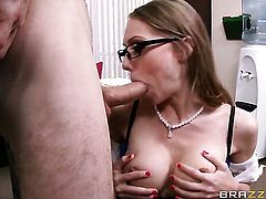 Secretary gives the nicest blowjobs