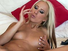 Carla Cox gives herself some pussy hole stimulation with the help of her fingers