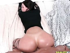 Brunette Kendra Lust feels great with Johnny Sinss rod in her mouth