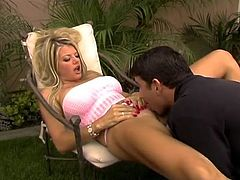 Vicky Vette shaggs Julian After He Gives Her the Massage And has the cumshot cumload