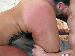 Erik Everhard gets seduced into fucking by Kelsi Monroe and puts his cockin her backdoor