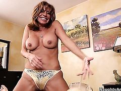 Chicana Tara Holiday has some time to get some pleasure with horny guy Bill Bailey