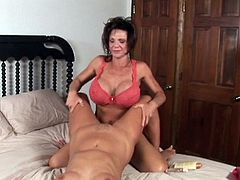 Deauxma seduces a freshly showered hottie and makes love to her hole