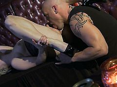 Ash Hollywood makes dude unload spunk upon her face