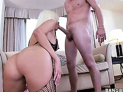Blonde Jenny Hendrix with bubbly bottom and hot dude are horny for each other
