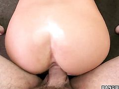 Huge ass girl gets a facial