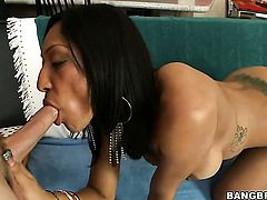 Milf Sophia Diaz has some dirty fantasies to be fulfilled in cumshot action