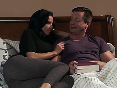 Veronica Avluv gives giving oral pleasure to hot guy