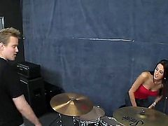 Kortney Kane is an 19 year old babe with large tits. She is having a very sexy guy with a band member. She is making some wonderful music with a guy.
