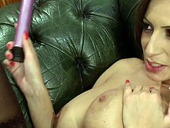 Sensual Jane wants the toy deep down her vulva