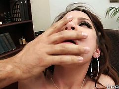 Keiran Lee makes his throbbing love stick disappear in magically sexy Aleksa Nicoles muff pie