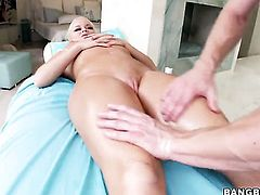 Blonde with perfect tits Nikki Delano needs a massage